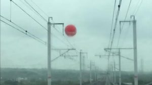 大氣球纏繞電車線 高鐵延誤20班1.2萬名旅客