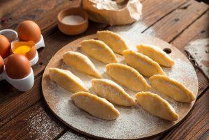 韭菜饺子又鲜美又好吃!快学会这个包饺子的小妙招,做给家人吃吧