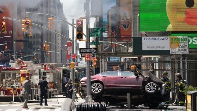 紐約汽車U型迴轉撞人群 嫌犯海軍退役4度遭警逮捕