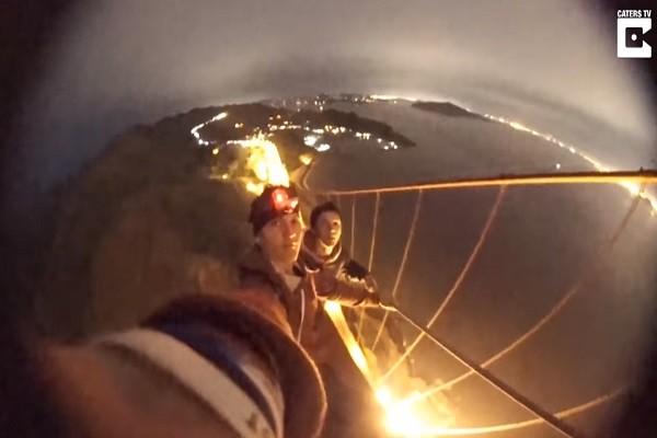 半夜不睡覺爬上金門大橋頂端滾翻,兩名少年危險動作,網友看了直冒冷汗
