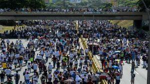 委內瑞拉警民對峙第50天 群眾堵首都道路