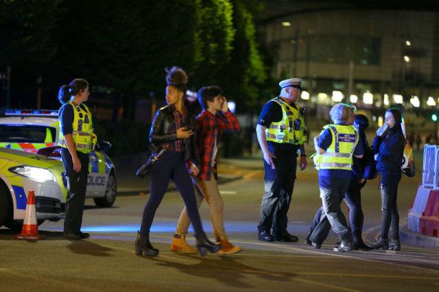 英国一购物中心传巨响 顾客被紧急疏散