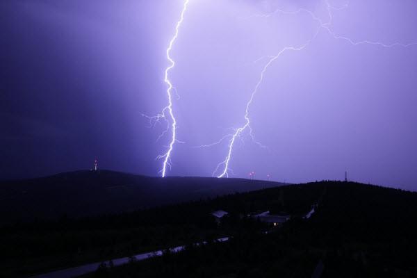 突來電閃雷鳴 泰國小學1死29傷