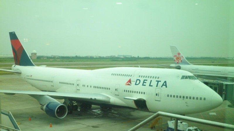 达美退出台湾 末班飞机退离空桥 机长挥手道别