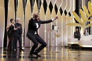 瑞典電影《廣場》首拿金棕櫚獎  導演激動模仿人猿跳躍