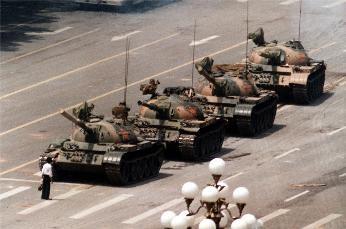 """六四临近""""坦克人""""再成话题  江泽民对此曾狼狈不堪"""
