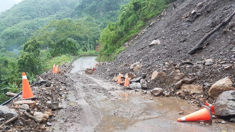 竹縣五峰122線土石坍落 道路暫封