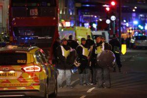 倫敦橋衝撞 6人倒地 警入酒吧高喊「趴下」