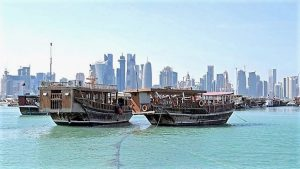 中东局势突变 油价先涨后跌 卡塔尔民众囤物资