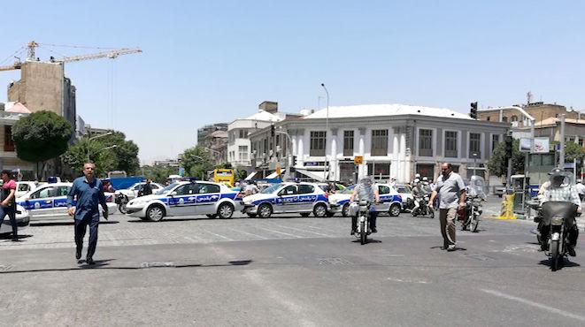枪击爆炸震撼伊朗首都 数十死伤 IS称犯案(视频)