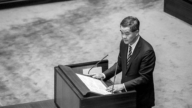 28议员提弹劾议案 指梁振英严重违法及渎职