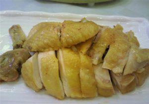 大厨教你秘制白斩鸡,加了这两样东西,味道更鲜嫩,在家就能做出来,比饭店的还好吃!(视频)