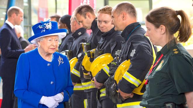 倫敦大火30死76失蹤 女王攜威廉訪災民(組圖)