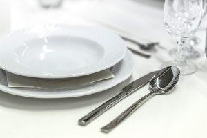 外出吃飯,用開水燙碗筷能消毒嗎? 大多數人都做錯了!