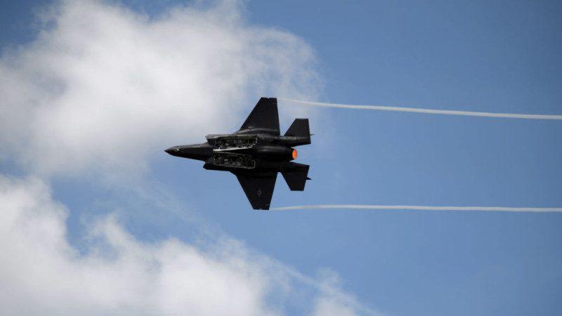 F-35戰機炫目飛行表演 驚艷巴黎航空展(視頻)
