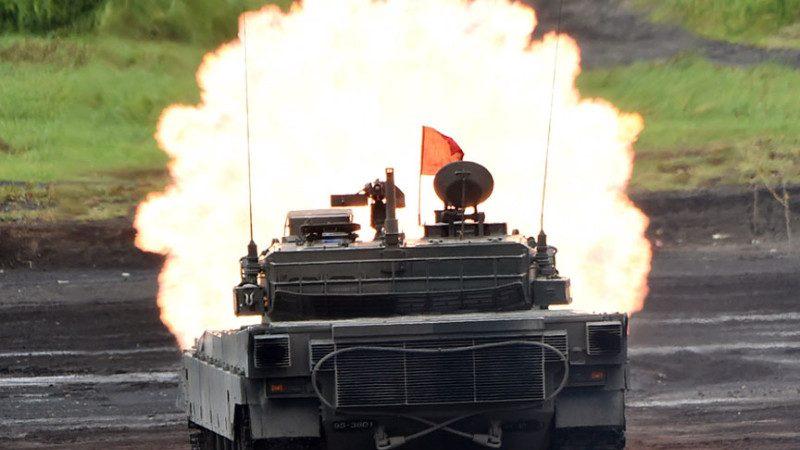 日本自卫队军演 90式坦克倾覆 车长惨死