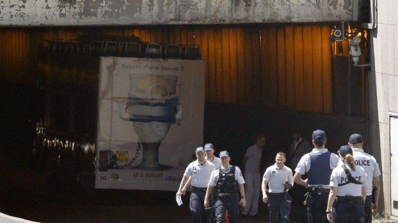 为申奥让路 巴黎观光巴士被削顶 游客重伤