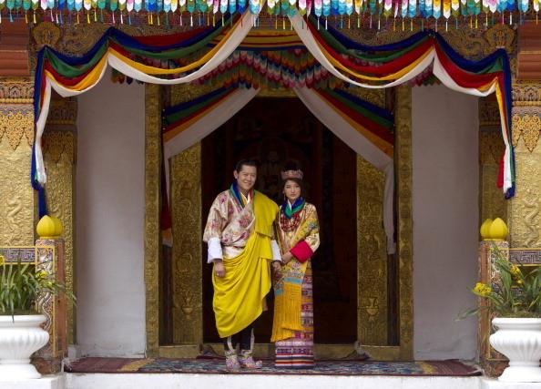 7岁与王子私定终身 21岁嫁全球最帅国王 她终成最幸福的平民王后