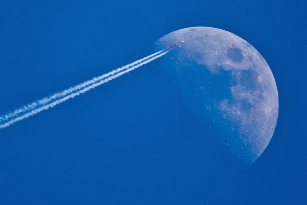月亮是人造的?!驚人證據大盤點