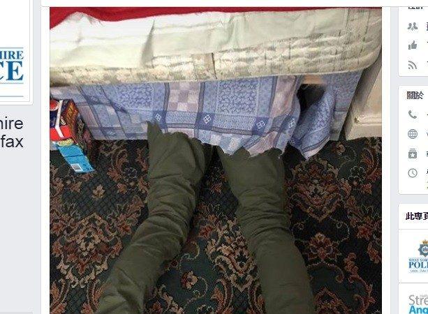 英小偷躲警察藏床底  網友笑翻了!
