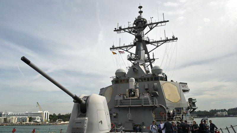 美驅逐艦駛入南海爭議島嶼12海里