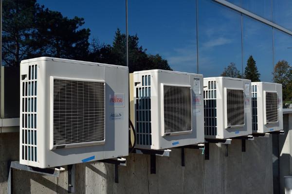 家裡的空調噪音大還耗電,教你一招消音兼省電!