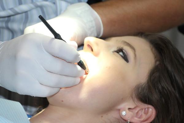 牙齿上的小黑点不可忽视,可能导致你的整颗牙齿报废!