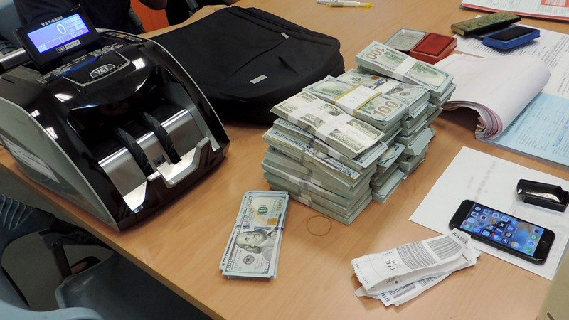 損失慘重!2男返台攜美鈔闖關 被沒收38萬美元