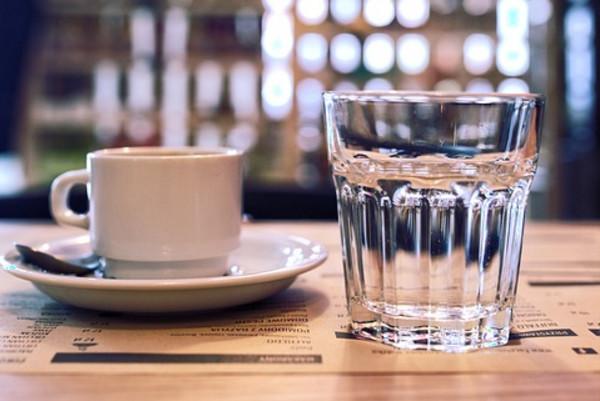 隔夜涼白開可以隨便喝嗎?到底喝什麼水對健康有利?