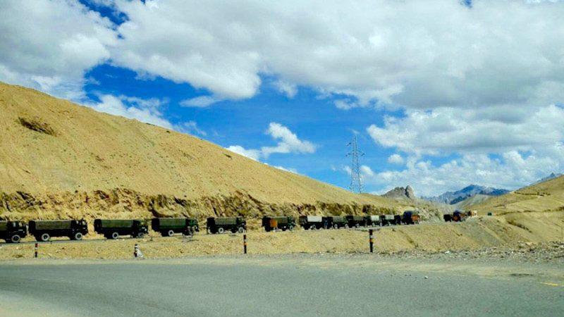 中方疑增援中印邊境 高原公路拍到大批軍車