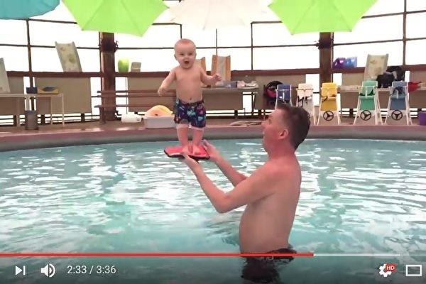 冰岛教练施以平衡训练 婴儿4个月大就会站(视频)