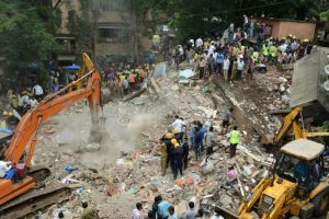 印度孟买建筑倒塌 9死约40人受困