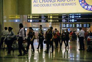 新加坡机场被拒发登机牌 陆女骂街伤人遭囚