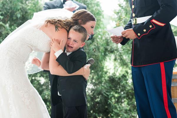 美女子结婚誓词太感人 让4岁继子哭成泪人(视频)