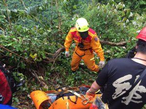 赶在台风登陆前下山 花莲登山队 1人坠谷身亡