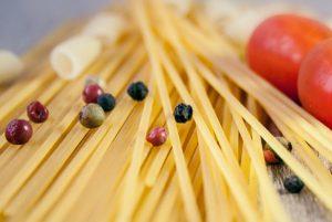 義大利麵勺的「中間圓孔」是做什麼用的?設計它的人真是個天才!