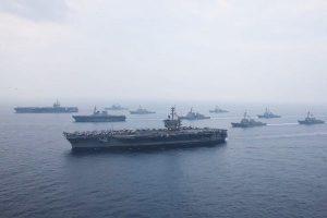 警告朝鲜 美两艘航空母舰提前驰往韩国