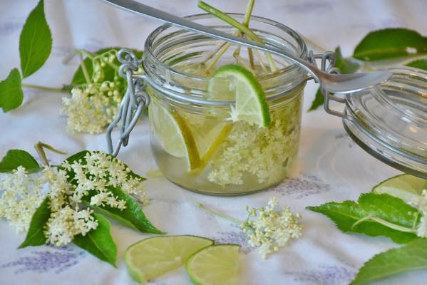 一个柠檬泡水能喝七天,到底是用冷水还是热水泡才养生?