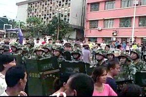 粤逾万人街头抗议光伏项目 上千防暴警察围攻抓人(视频)