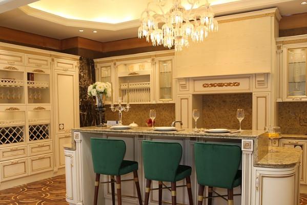 夏天厨房太热是否该装空调?除了装空调还有什么办法降温?