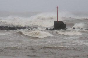 诺卢台风挟带豪大雨 今登陆日本四国