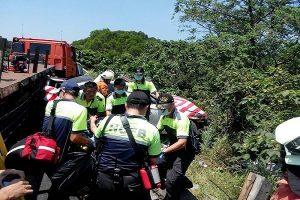 国道3号戒护抛锚车遭追撞  警员1死1伤