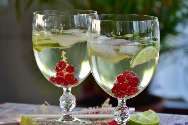 喝柠檬水要适量 长期喝容易导致胃痛