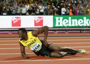 400公尺接力賽 閃電波特跌倒跛行 全場逾5萬觀眾為他加油