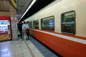 台北车站旅客跳月台 遭莒光号撞上送医急救