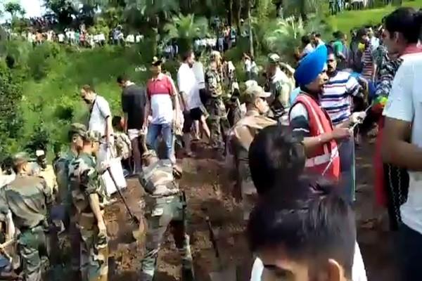 印度2辆巴士遭土石流掩埋 50余名乘客凶多吉少