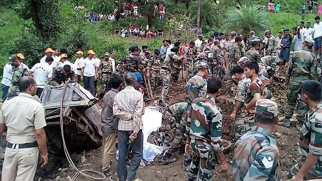 喜馬拉雅山區豪雨 逾50乘客遭活埋 民宅被毀至少74死