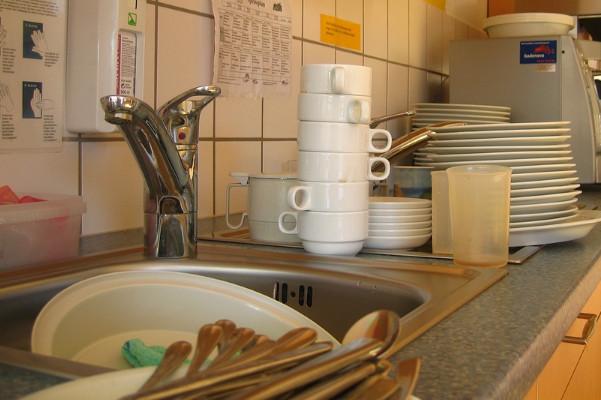 细菌全吃进肚子里的洗碗方式!你还这样洗吗?