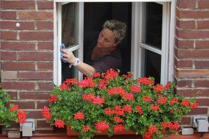 用這個擦拭紗窗 可維持長久乾淨