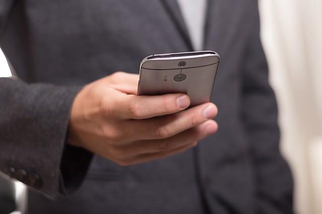對峙未緩解貿易先開戰  印指華制手機竊資料擬行調查